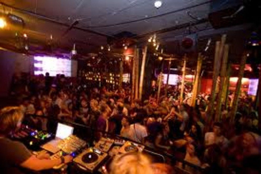 Barcelona night clubs dance clubs 10best reviews for Night club barcelona