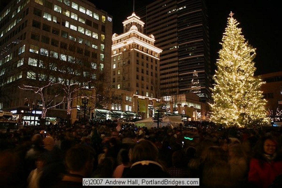Pioneer Courthouse Square Tree Arrival