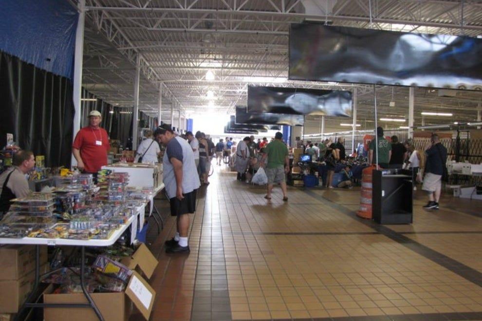 The armadillo flea market mall houston shopping review for Jewelry stores westheimer houston tx
