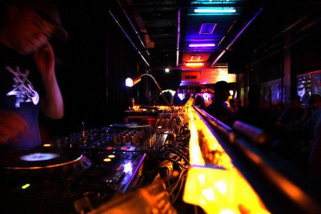 chatroom-teen-club-club-hip