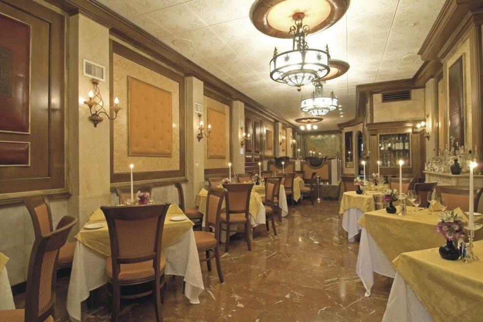 La famiglia philadelphia restaurants review 10best for Arredamento ristorante italia