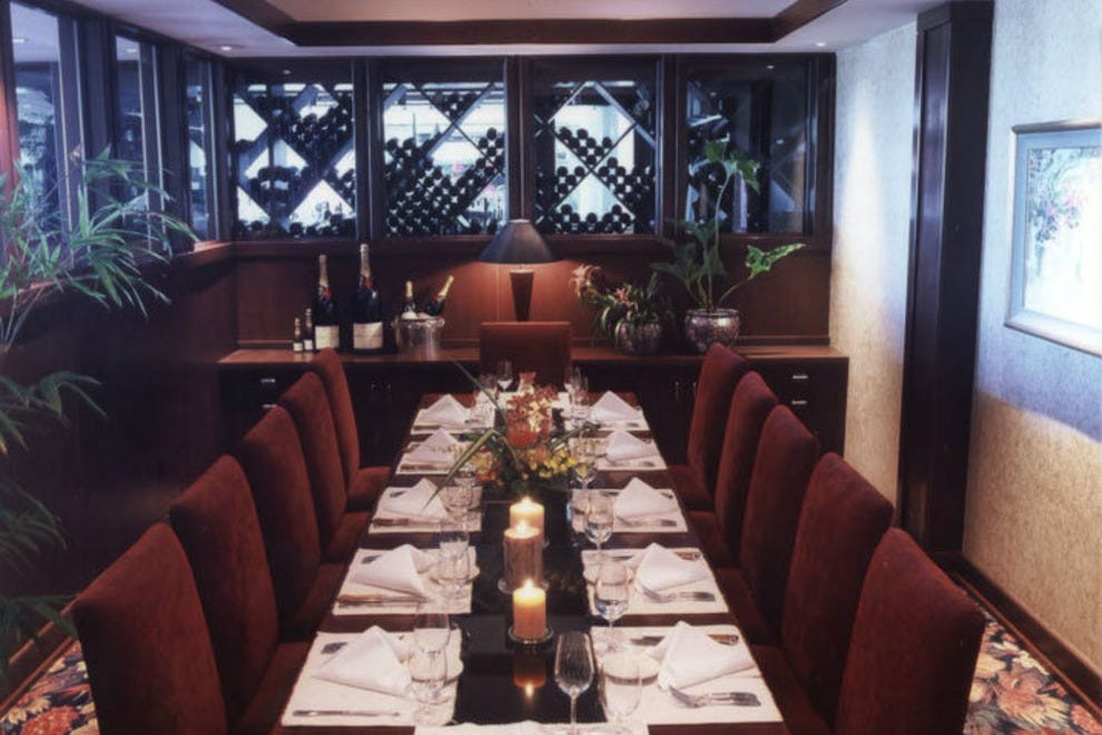 Ruth 39 s chris steak house honolulu restaurants review for Best private dining rooms honolulu