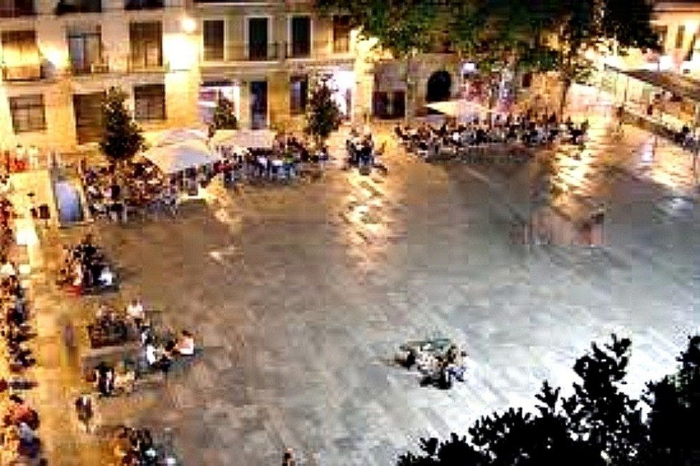 Plaza Del Sol at night in Gracia Neighborhood