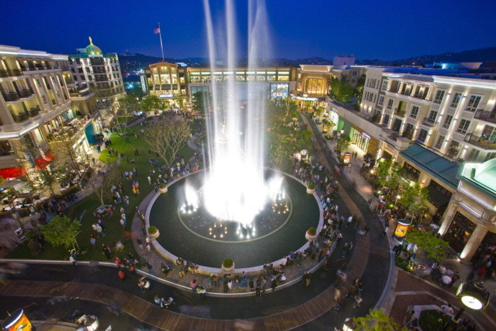 Fountain Dancing and Light Show at Americana