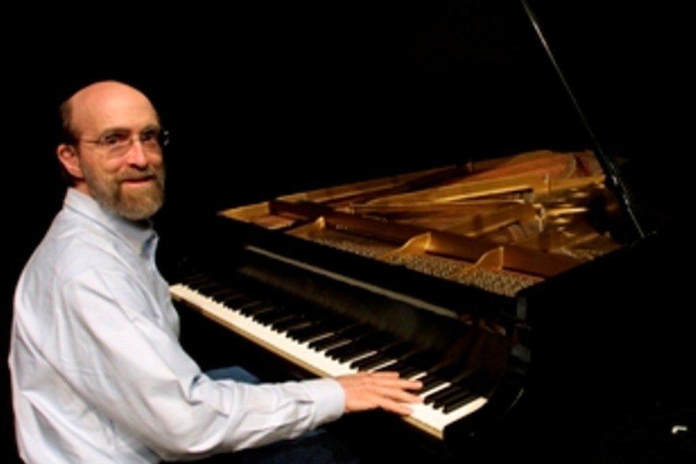 钢琴大师乔治·温斯顿是乔纳森家的常客。