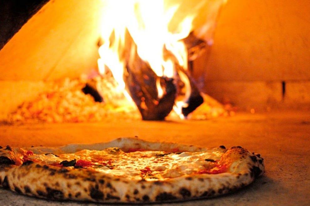 Novo Pizzeria Amp Wine Bar Authentic Neapolitan Pizza In Vancouver Vancouver Restaurants Review