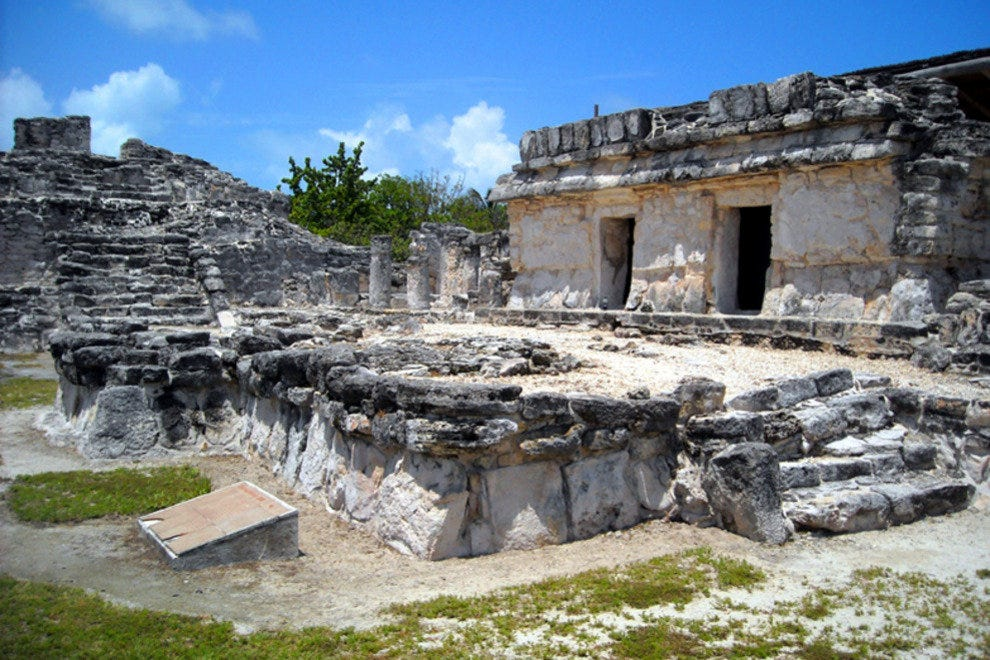 El Rey, a small site of Mayan ruins, in Cancun's hotel zone