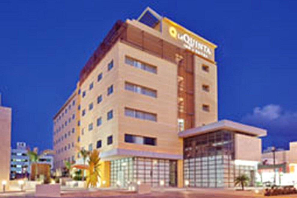 The brand new La Quinta Inn & Suites Cancun is located in the heart of downtown Cancun.