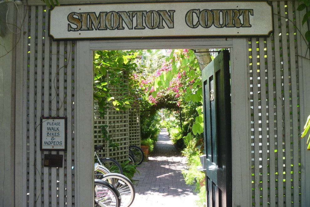 Simonton Court Historic Inn and Cottages