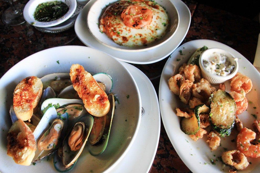 小意大利餐厅的特色菜是使用传世的菜谱。