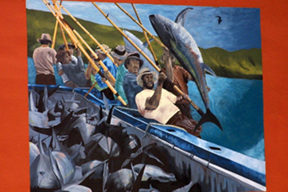 这幅壁画,附近很多人中的一个,庆祝在圣地亚哥金枪鱼渔业工作的意大利移民。
