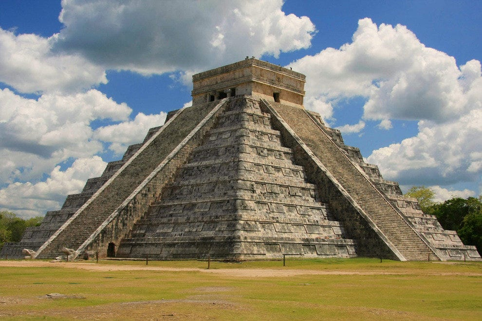 Chichen Itza's iconic pyramid