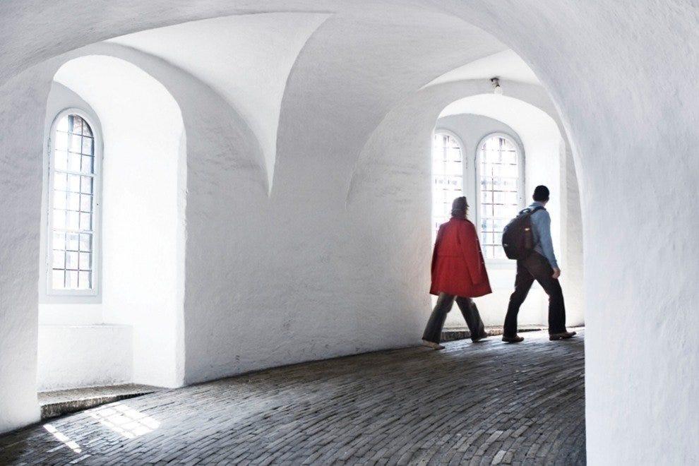 Rundetaarn (Круглая башня) Лучшые достопремечательности Копенгагена Лучшые достопремечательности Копенгагена p Rundetaarn Copenhagen Photographer Morten Jerichau 54 990x660 201406020117