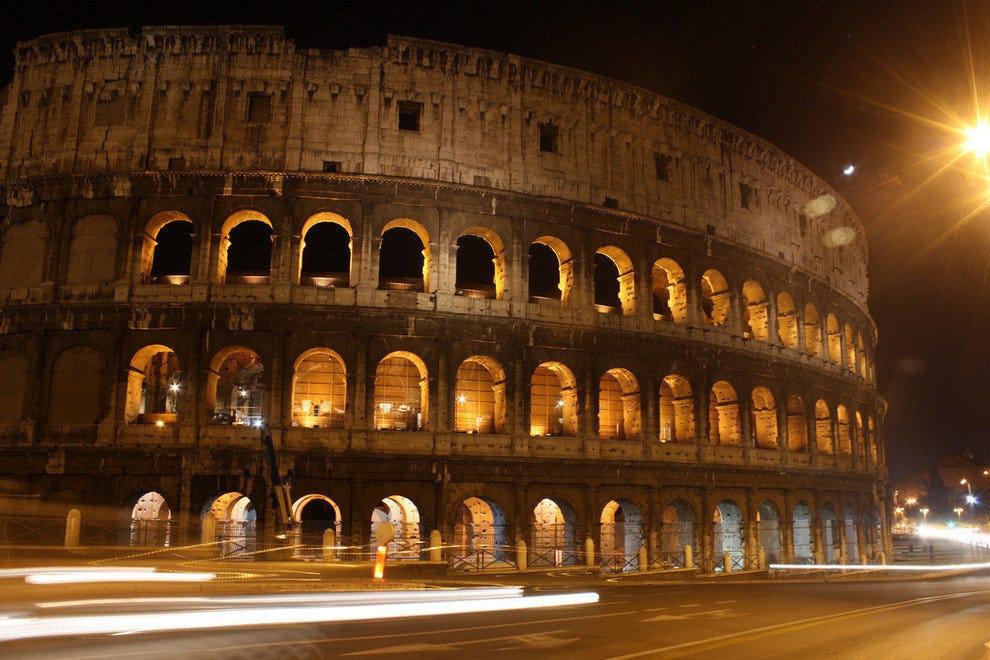 罗马圆形大剧场上空的月亮