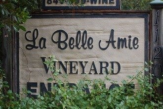 10Best Itinerary: Get a Taste of the Carolinas At La Belle Amie Vineyard