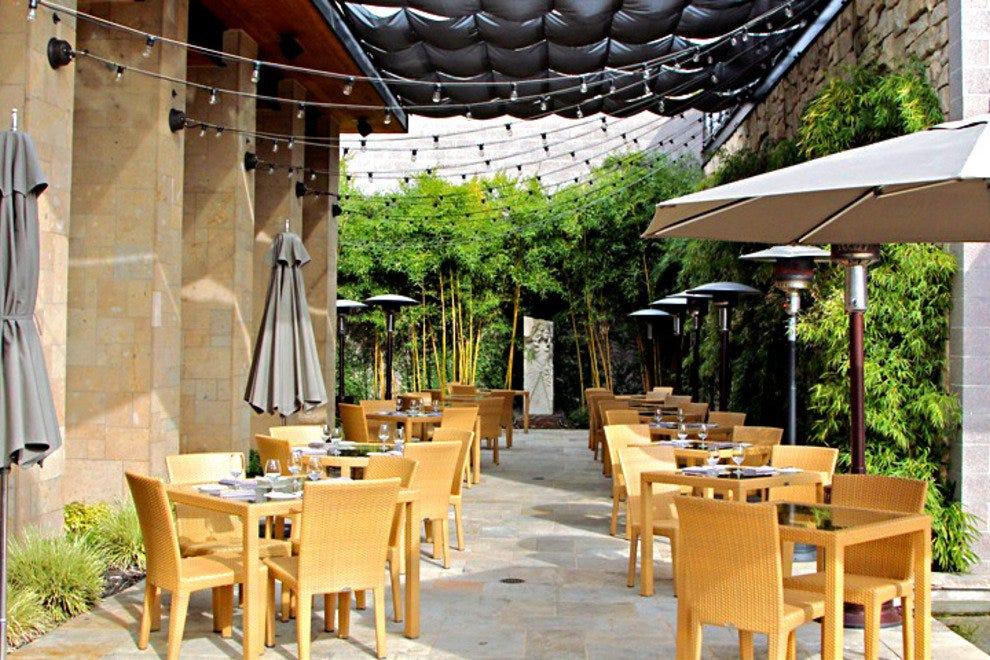 露西餐厅和酒吧