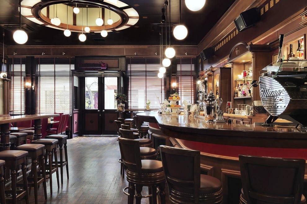 Athens bars pubs 10best bar pub reviews for Bar 42 nurnberg