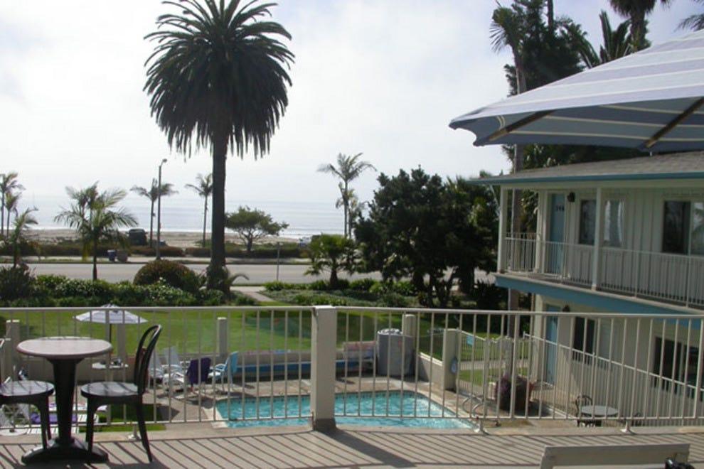 cabrillo inn at the beach santa barbara hotels review. Black Bedroom Furniture Sets. Home Design Ideas