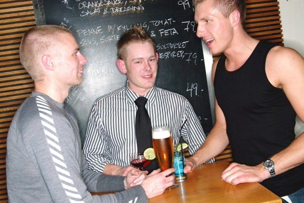 zeva escort homosexuell escort par stockholm