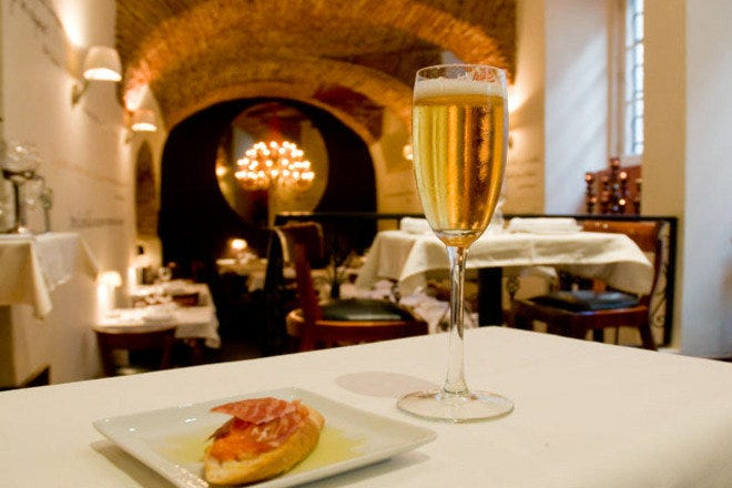 Lisbon tapas bars. Where to eat delicious Spanish snacks Portuguese style.