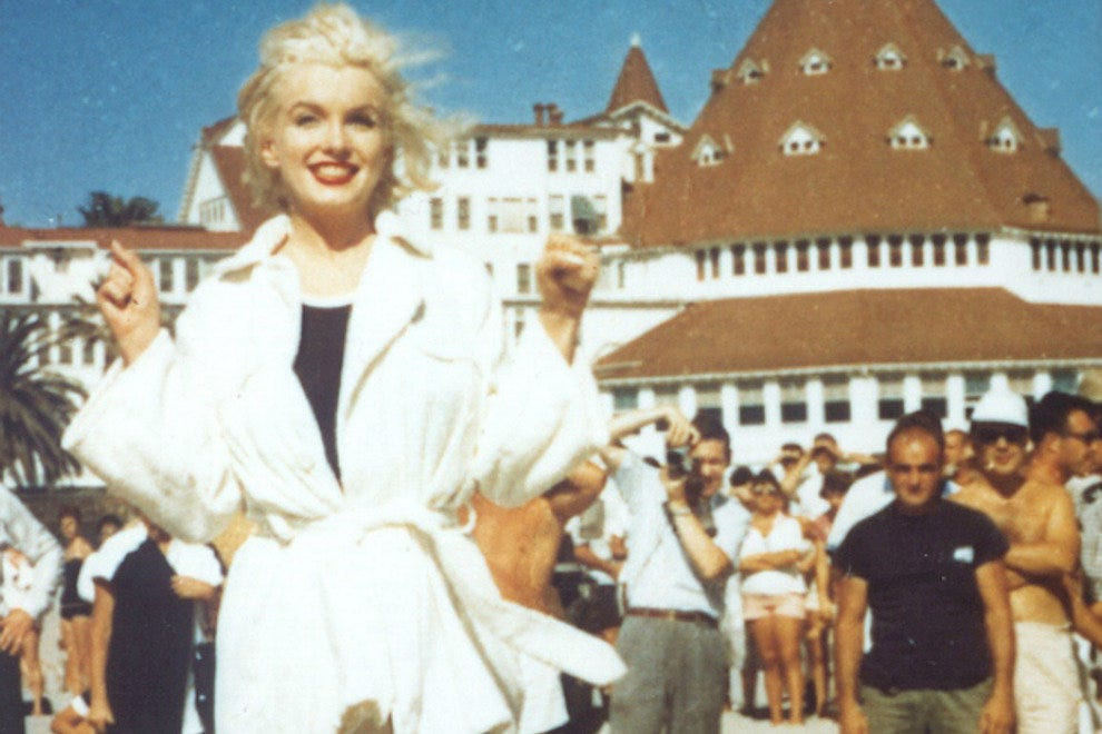 marilyn monroe in front of the hotel del coronado