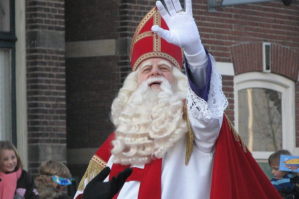 Saint Nicolas arrives
