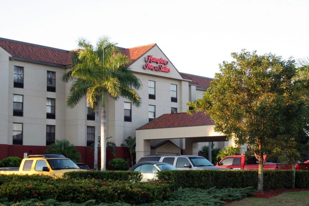 Hampton Inn Amp Suites Fort Myers Beach Sanibel Gateway
