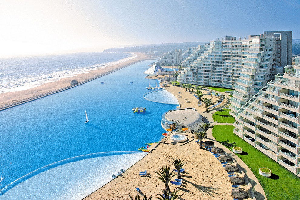 10Best Visits an Amazing Beachfront Pool in Chile