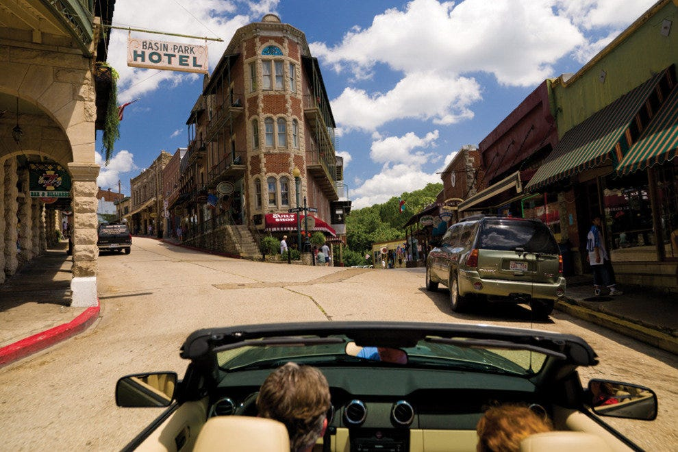 Driving in downtown Eureka Springs