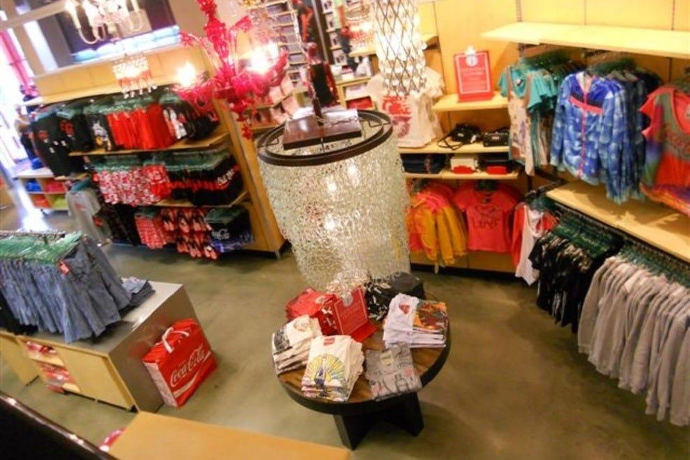 Women clothing stores Akira clothing store chicago