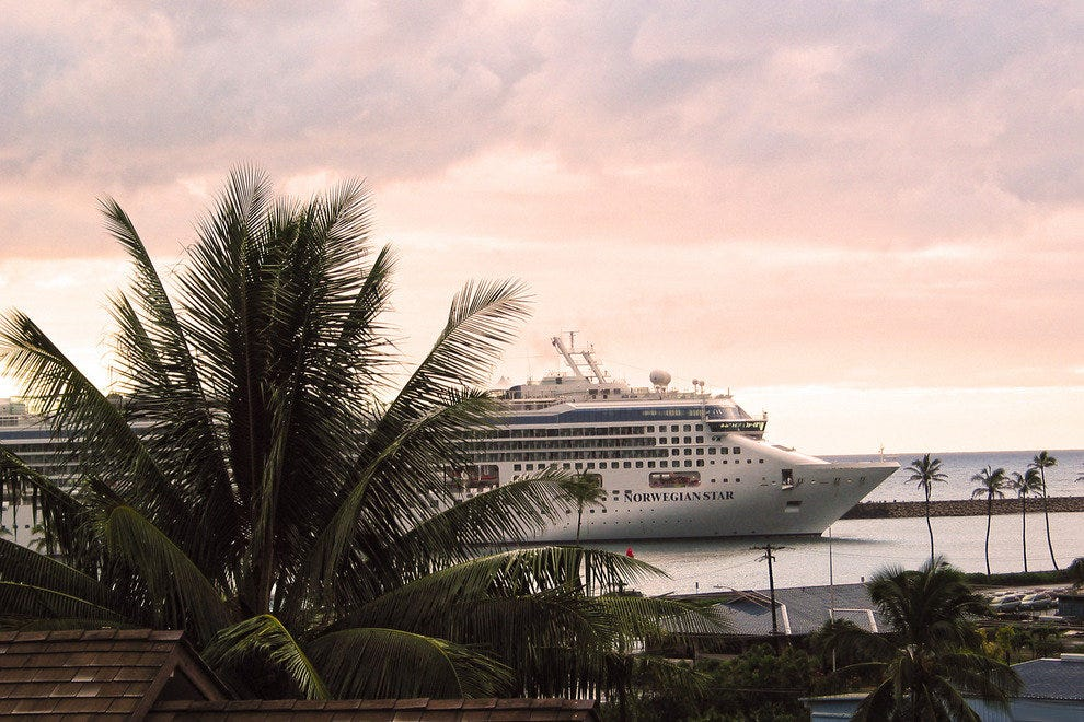 Cruise Ship Enters Kauai's Nawiliwili Harbor
