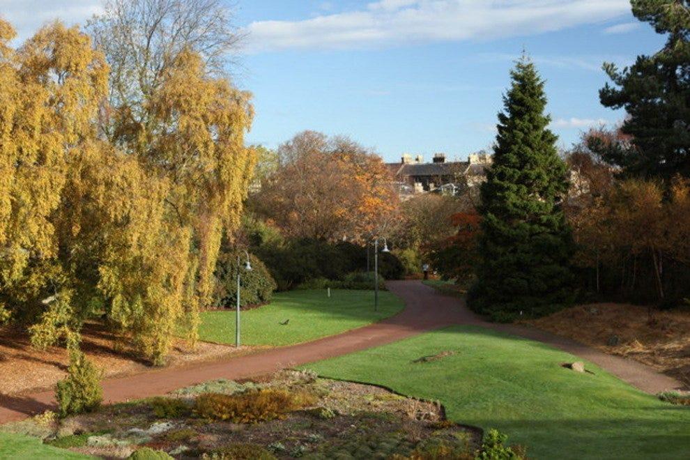 Королевский ботанический сад Достопремечательности Эдинбурга Достопремечательности Эдинбурга p Royal Botanic Gardens East Gate 54 990x660 201406010109