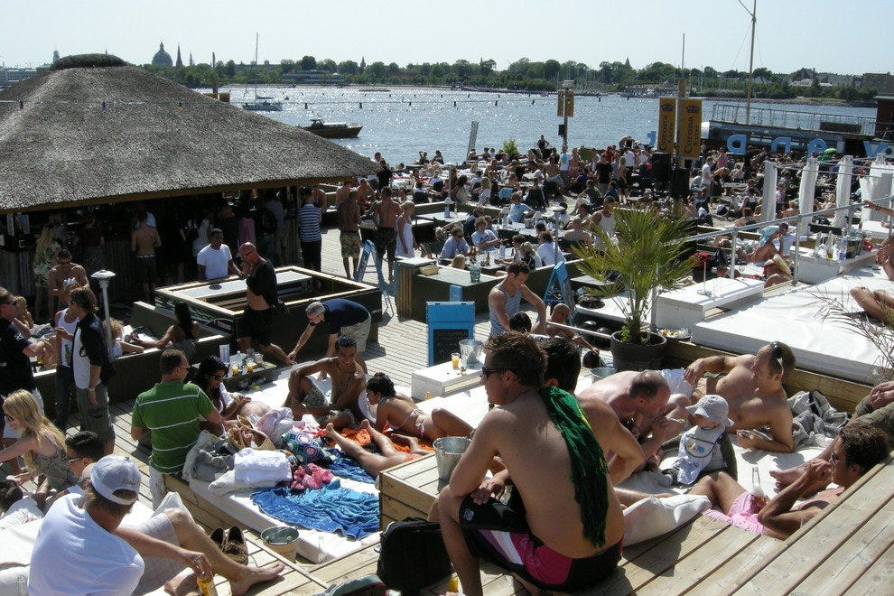 Located right on the waterfront, Halvandet has the ultimate beach party atmosphere