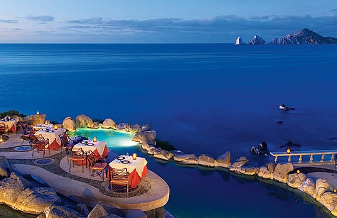 Sunset da Mona Lisa boasts one of the most spectacular settings in Los Cabos.