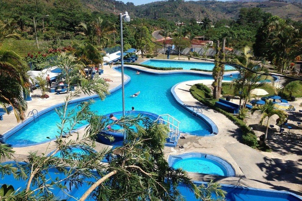 巴利尼奥·德·阿古亚斯·特马莱斯酒店(Balnerio de Aguas Termales Los Patios)