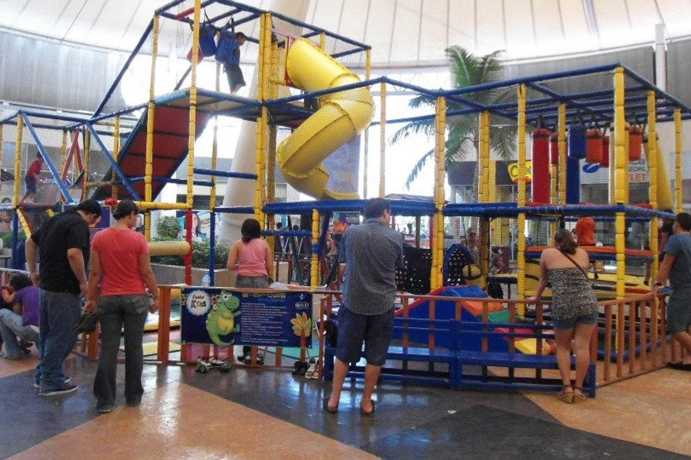 There are various activities for kids at Las Plazas Outlet