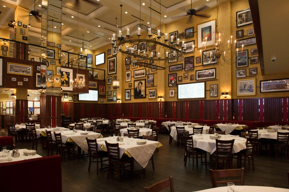 Carmine 39 s las vegas restaurants review 10best experts for Best dining rooms nyc