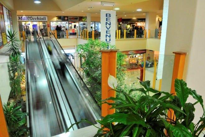 5946fe4d505 Shopping near Cruise Port  Shopping in Rome