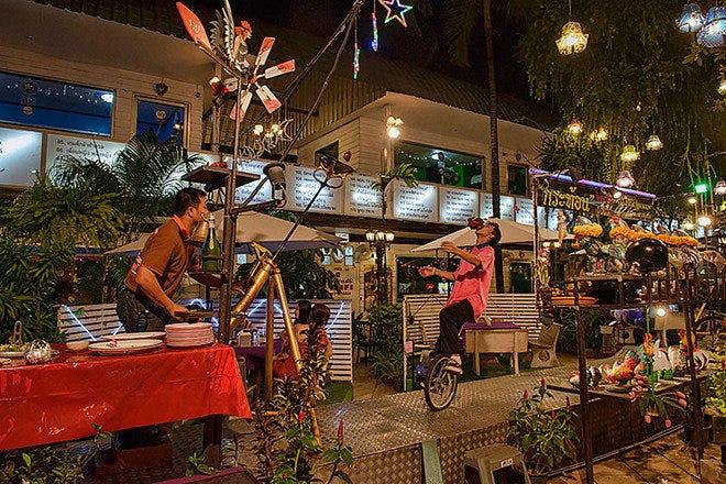 Restaurant Slideshow Family Friendly In Bangkok