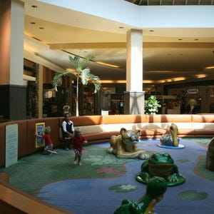 Naples malls and shopping centers 10best mall reviews for Coastland mall jewelry stores