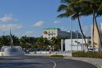Courtyard by Marriott Airport Cruise Port Ideal for Outdoor Enthusiasts