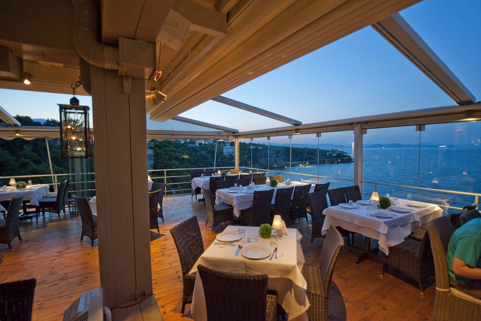 Balcony restaurant athens restaurants review 10best for The balcony restaurant