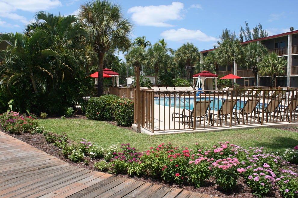 Red Roof Inn PLUS+ U0026 Suites Naples