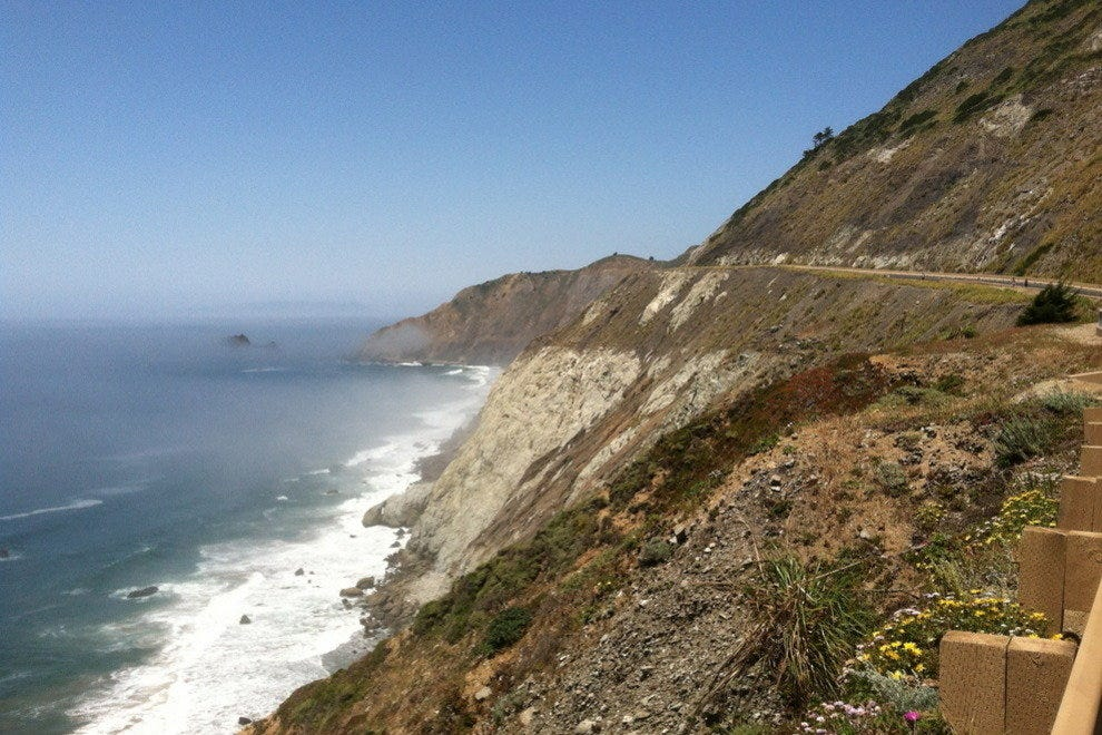 View of the Pacific Ocean from Devil's Slide Trail