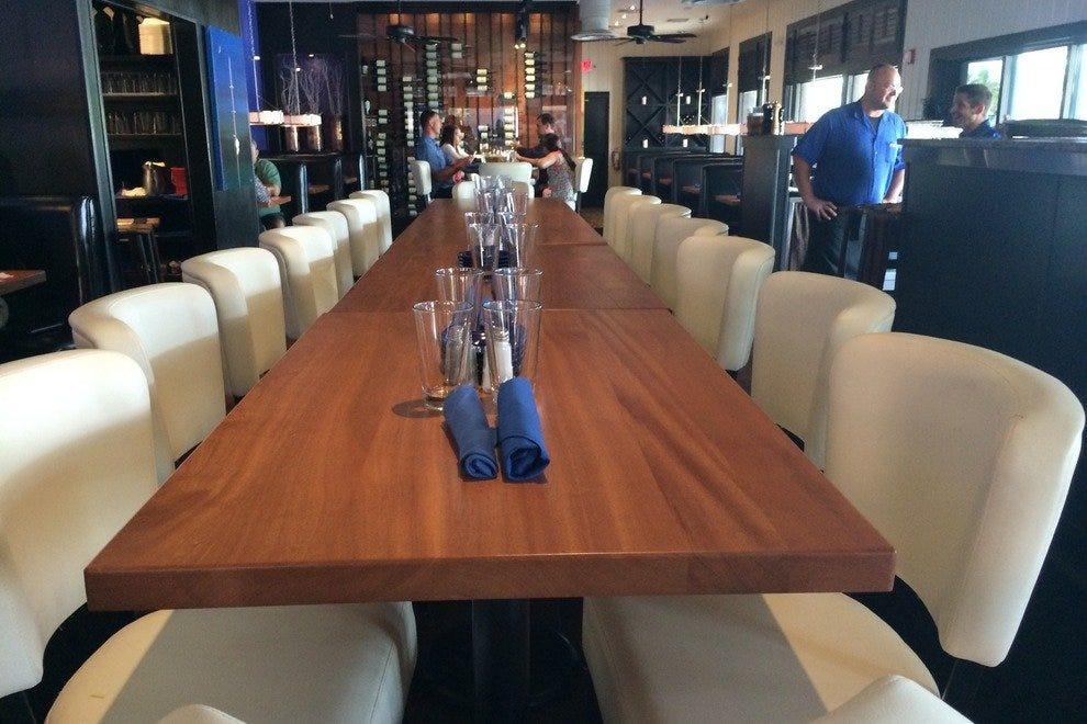 蓝尖牡蛎酒吧和海鲜烧烤-英尺。梅尔斯