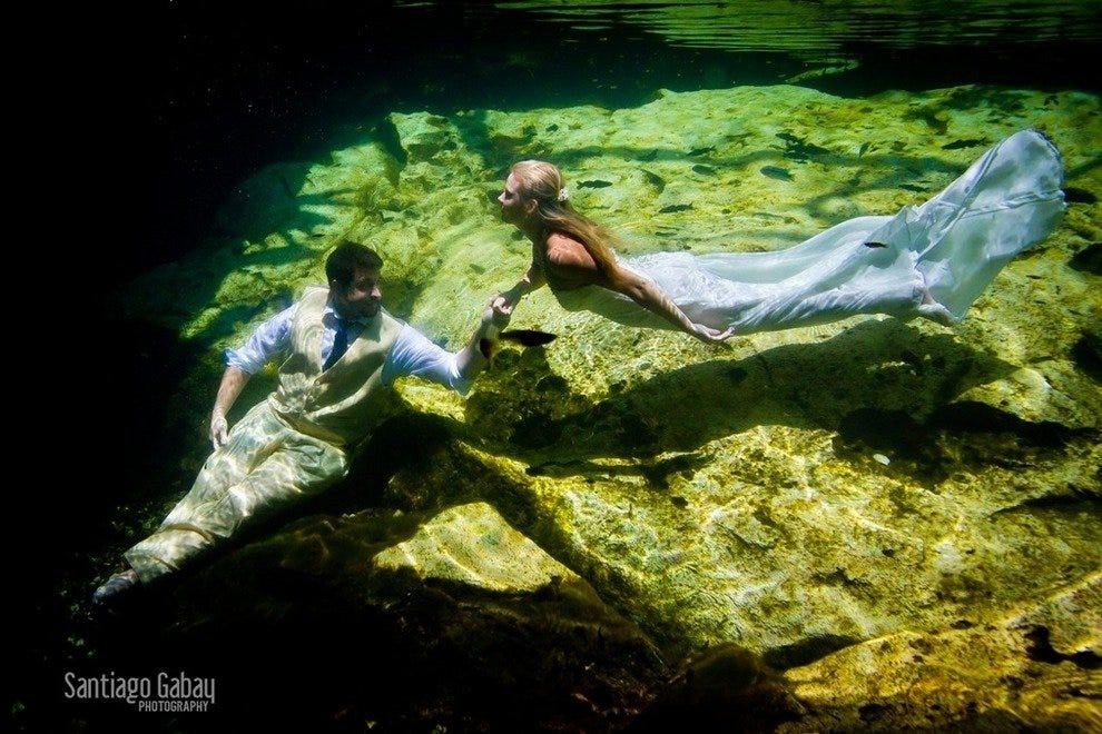 Trash the dress in a Cenote