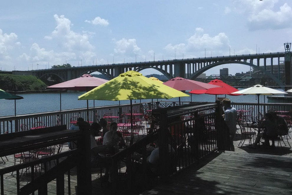 Calhoun's on the River