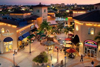 Fort Myers Outlets Our Fort Myers outlet mall guide has all the outlet malls in and around Fort Myers, helping you locate the most convenient outlet shopping based on your location and travel plans. OutletBound has all the information you need about outlet malls near Fort Myers, including mall details, stores, deals, sales, offers, events, location, directions and more.