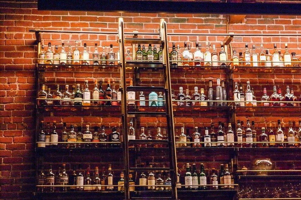 穆特诺玛威士忌酒廊