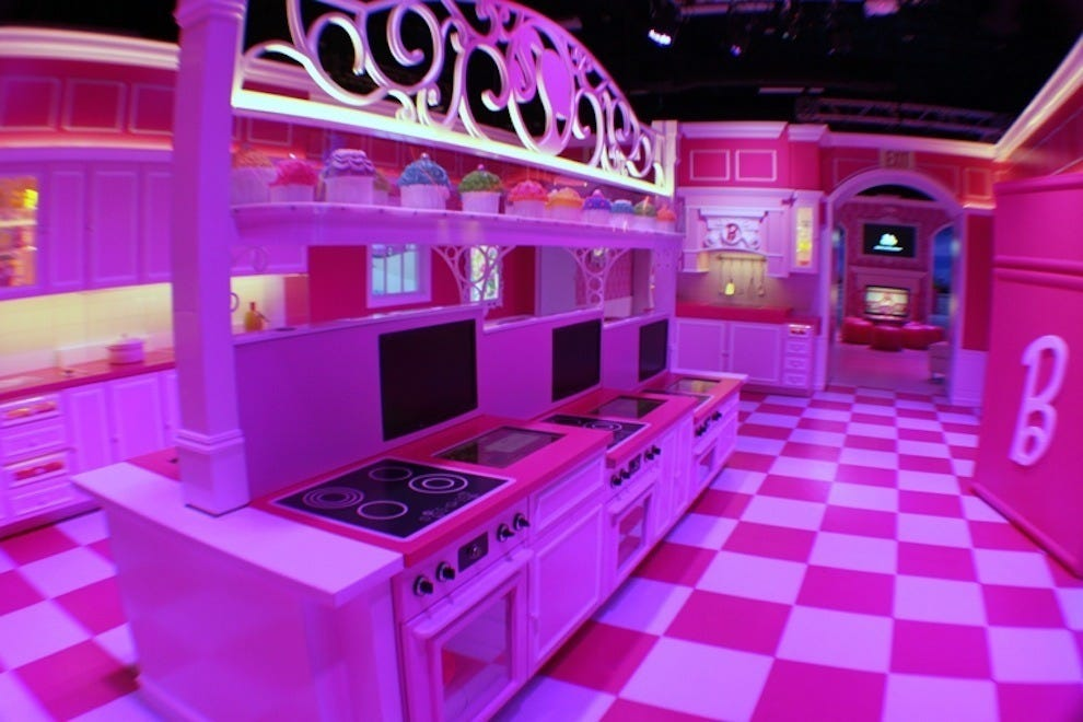 10best 39 think pink 39 travel month slideshows photo for Hotel barbie